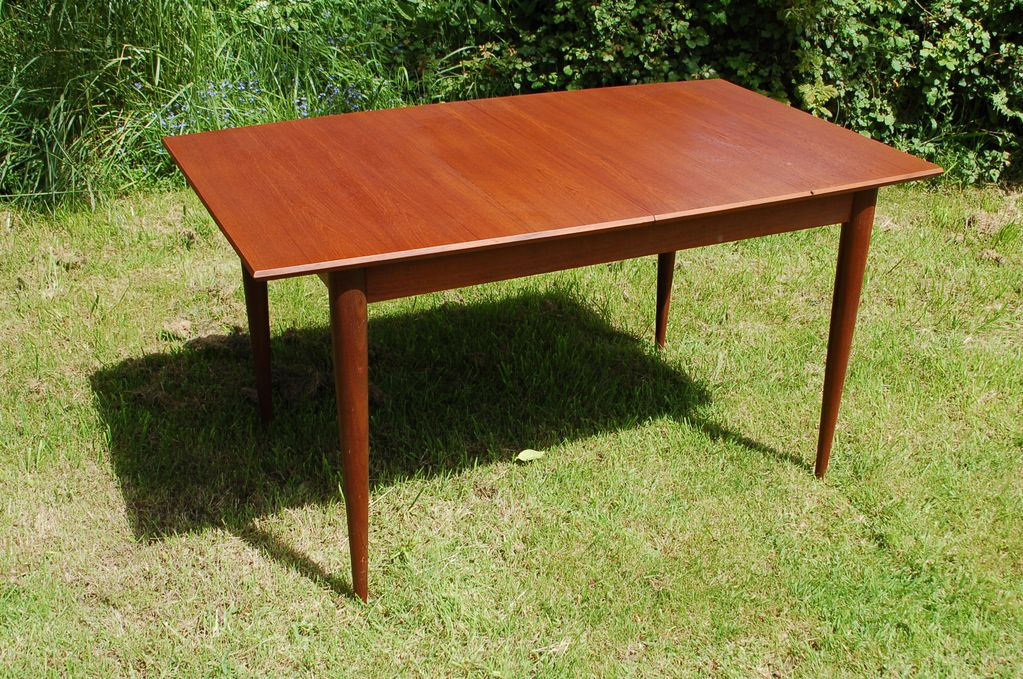 Table en bois de teck design vintage scandinave pointbroc for Table scandinave en teck