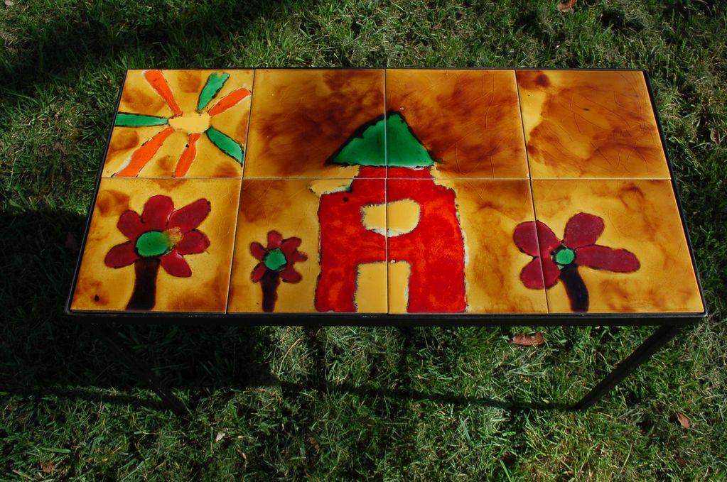 Petite table basse motif dessin d'enfant